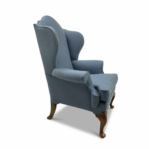 Time for a midweek rest on an English, late C19th, Queen Anne style wingback armchair.  Visit our website for full details, link in bio.  #antiquesaregreen #antiquesdealersofinstagram #antiquesforsale #antiquesandcollectables #antiqueinteriors #antiquedecor #antiquesforsale #antiques #interiordecorating #interiors #interiordesign #interiordecorator #interiorstyling #interiordecoration #interiorinspiration #Uplands #Ledbury #Wellingtonheath #Herefordshire