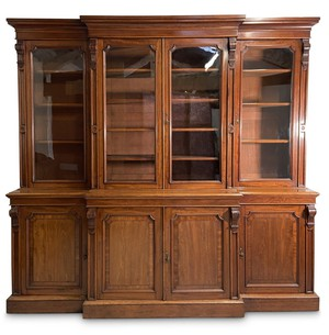 A beautiful English, mid C19th, mahogany glazed breakfront bookcase.   Visit our website for full details, link in bio.  #antiquesaregreen #antiquesdealersofinstagram #antiquesforsale #antiquesandcollectables #antiqueinteriors #antiquedecor #antiquesforsale #antiques #interiordecorating #interiors #interiordesign #interiordecorator #interiorstyling #interiordecoration #interiorinspiration #Uplands #Ledbury #Wellingtonheath #Herefordshire